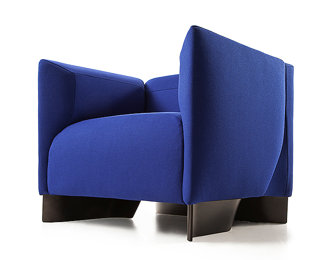 Кресло, стол, полки, ваза: четыре последних шедевра Захи ... Имидж Компании