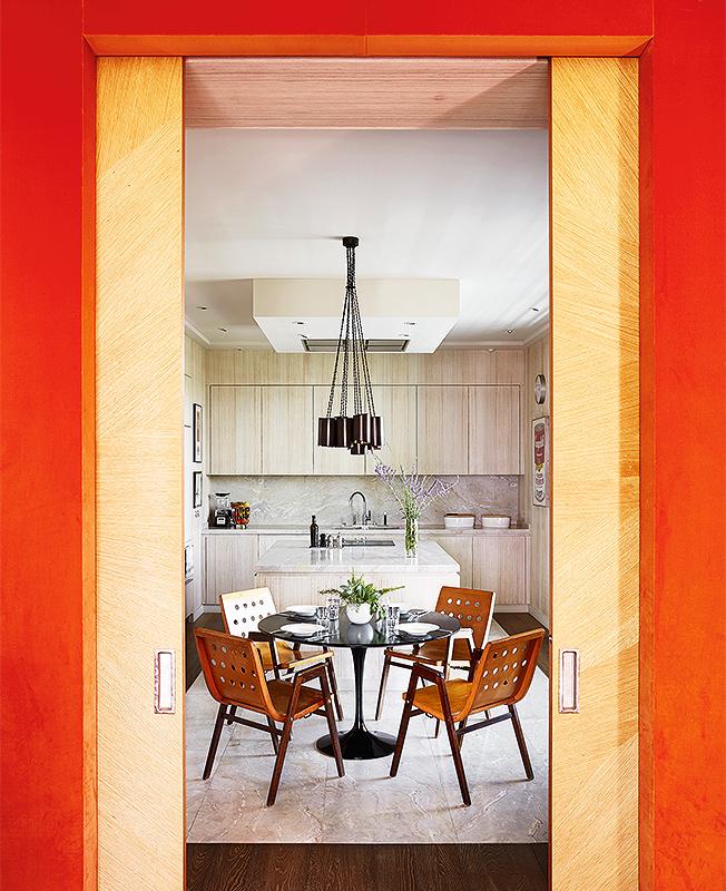 Интерьеры кухонь справа